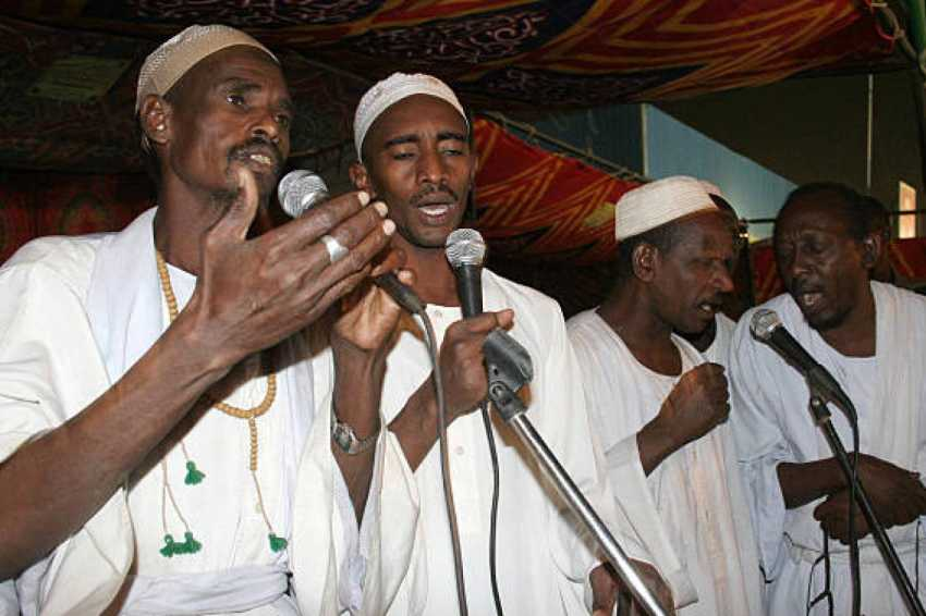 المزيج الصحراوي والأفريقاني ميز الأغنية السودانية ومنحها طابعا بيئيا تاريخ غنائي حافل من البيئة المحلية المتعددة حتى الحياة المدنية الحديثة